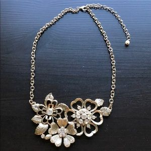 ANTHROPOLOGIE: flower necklace